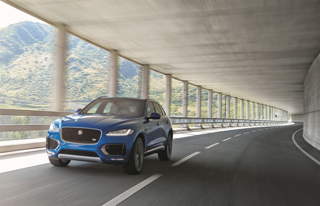 Jag_FPACE_LE_S_Location_Image_140915_11_LowRes